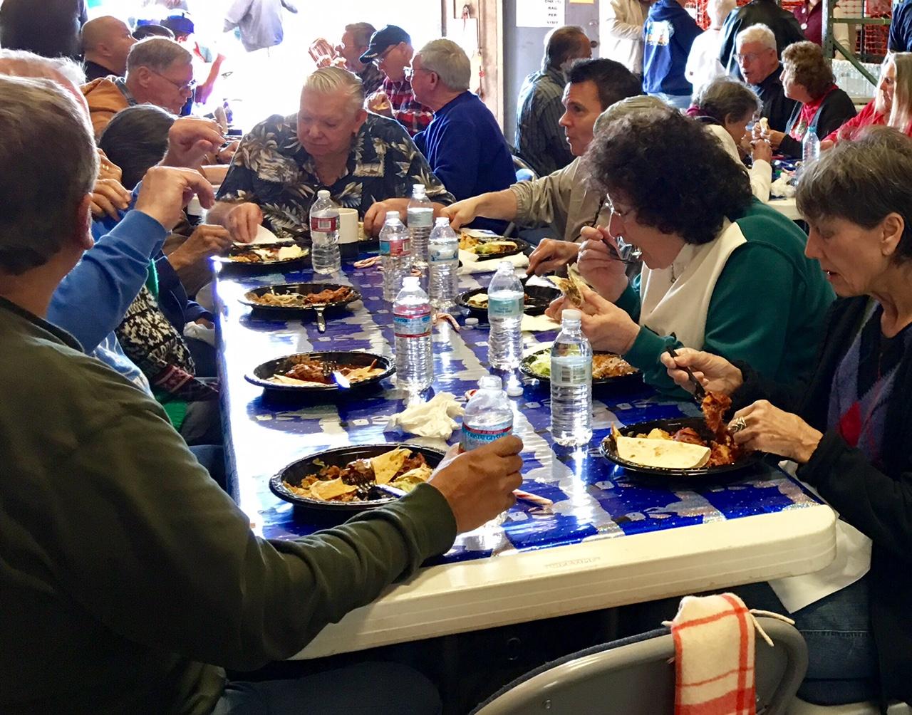 Volunteers eating1
